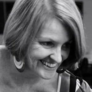 Dr Lynda Kelly