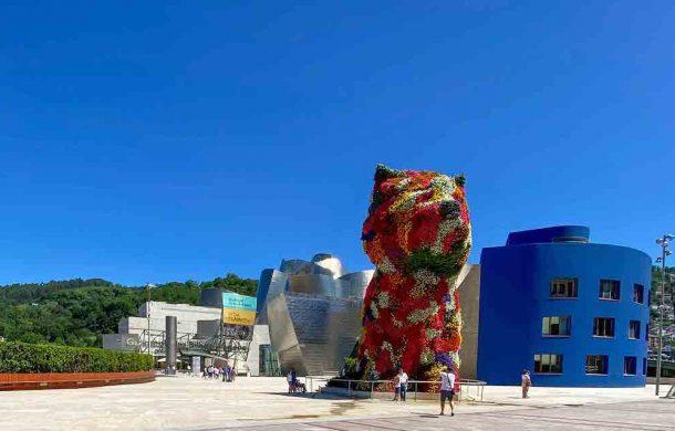Jeff Koon's 12m Puppy topiary at the Guggenheim Bilbao